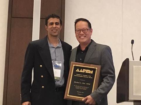 Congratulations to Michael Chin, DPM(R) – 2017 recipient of the Robert Barnes Distinguished Service Award. AAPSM President Amol Saxena, DPM(L)